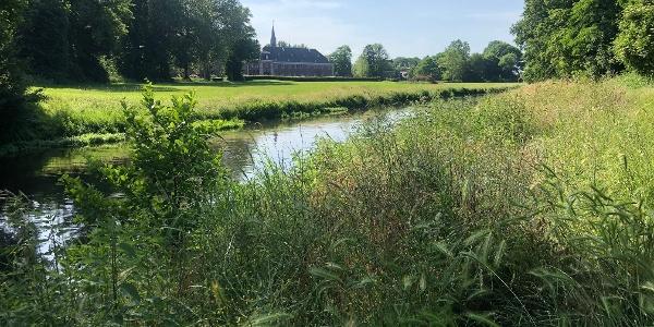 Nierswanderweg mit Blick auf Schloss Wissen Foto: Gemeinde Weeze