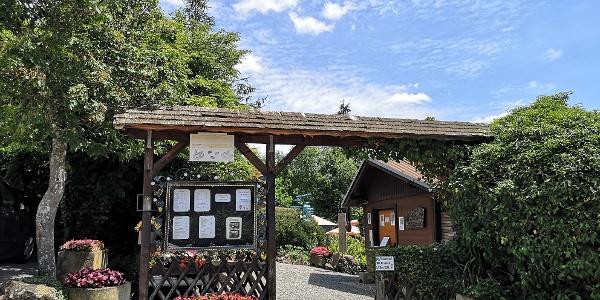 Eingang zum Café Flora