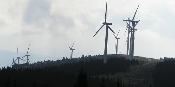 Blick von der Pretul auf den Rattener Windpark