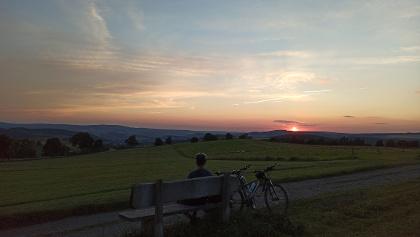 Sonnenuntergang mit Blick zum Spiegelwaldturm
