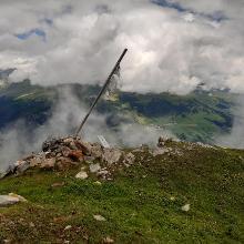 Gipfelfahne auf Crap Putèr