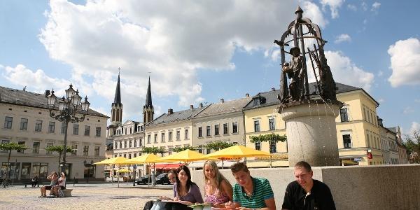 Oelsnitz Markt mit Sperkenbrunnen