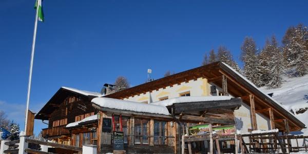 Direkt auf einer der Skipisten am Kronplatz liegt oberhalb von St. Vigil in Enneberg die Berghütte Graziani