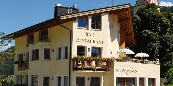 Die Zimmer im Hotel Schölzhorn haben sonnige Balkone mit toller Aussicht.