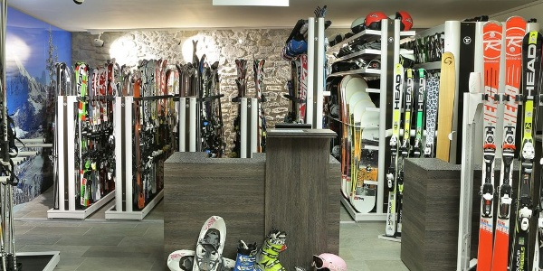 Bei Maciaconi Ski Rental & Shop in St. Christina finden Sportler alles was das Herz begehrt.