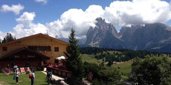 A stop at the Schgaguler Schwaige Mountain hut on Alpe di Siusi is perfect for good food and great views!