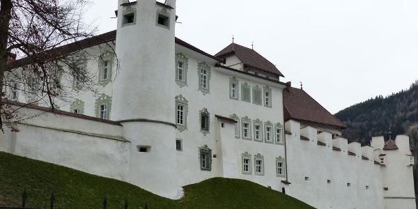 Seit es in Privatbesitz ist, wird Schloss Ehrenburg aufwändig in Stand gehalten.