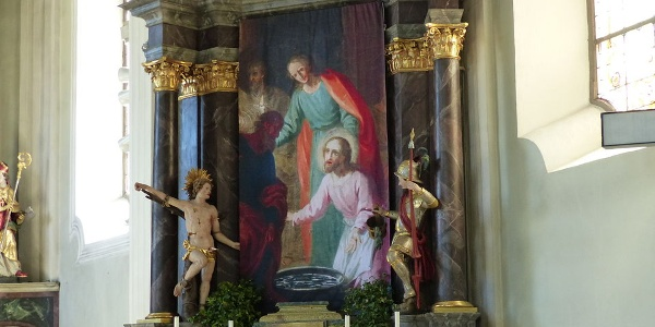 Seitenaltar in der Kirche von Reischach.