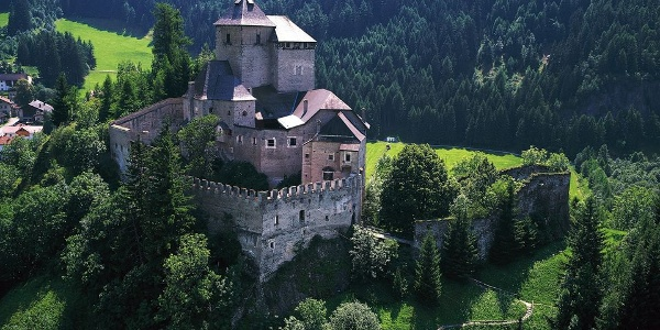 The Reifenstein - Castel tasso castle is strategically located on a hill.