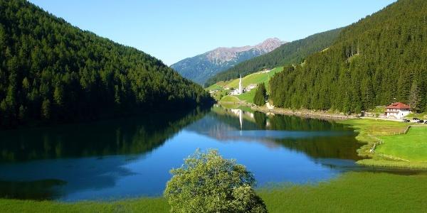 Starting point of many tours, the Durnholzersee - Lake Valdurna