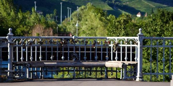 Die Talfer bietet sich mit Ihrem großen Parkgelände so richtig zum Entspannen in Bozen an.