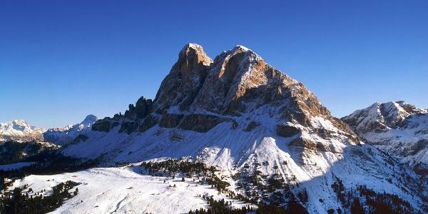 Im Winter gibt es Schneeschuhwanderungen, Skitouren und Winterwanderungen im Gebiet des Peitlerkofels.