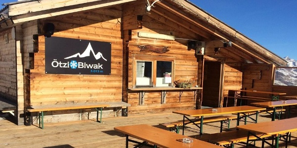Welcome to the ski hut Ötzi Biwak at over 3,000 m above sea level!