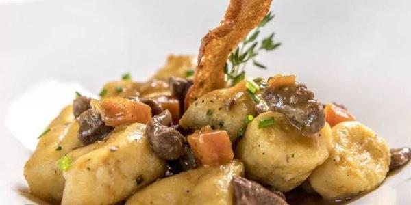Genießt raffinierte Gaumenfreuden der ladinischen Küche.