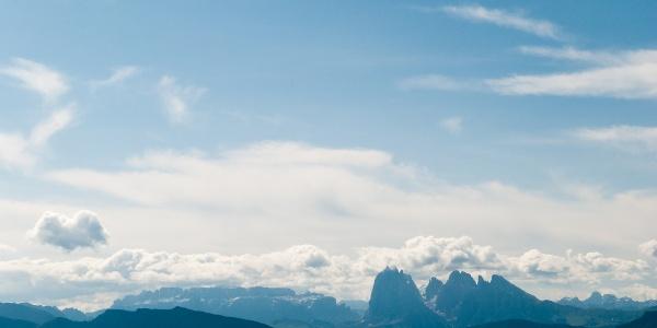 Blick in die Dolomiten mit Sella, Langkofel und Seiser Alm