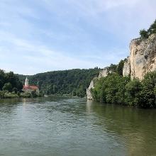 Blick vom Schiff zum Kloster