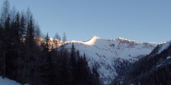 Die Scheibenspitze 2489 m (Blickrichtung talauswärts)