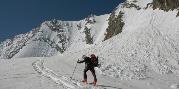 Am Schlegeiskees die letzten Anstiegsmeter zur Hochfeiler Nordwand.