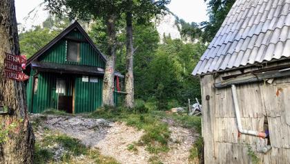 Meduprenje Hut (Green)