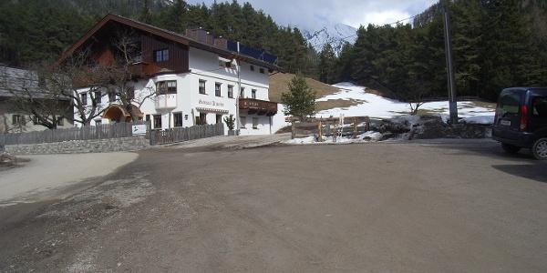 Parkplatz beim Gasthaus Arzkasten