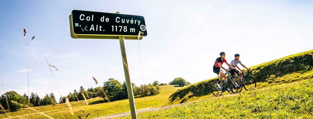 Col de cuvery à velo sur le Plateau du Retord Col de cuvery à velo sur le Plateau du Retord