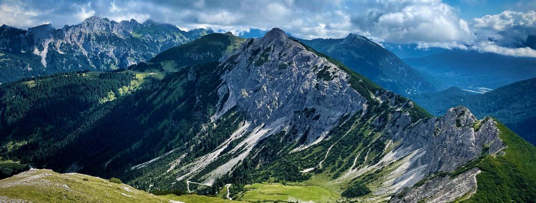 Das Tannheimer Tal ist ein hoch gelegenes Tal in den Tannheimer Bergen in Tirol.