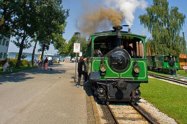 Die Chiemseebahn: Die älteste Dampfstraßenbahn der Welt.