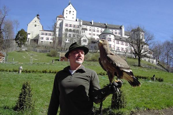 Schloss Hohenaschau mit Falknerei