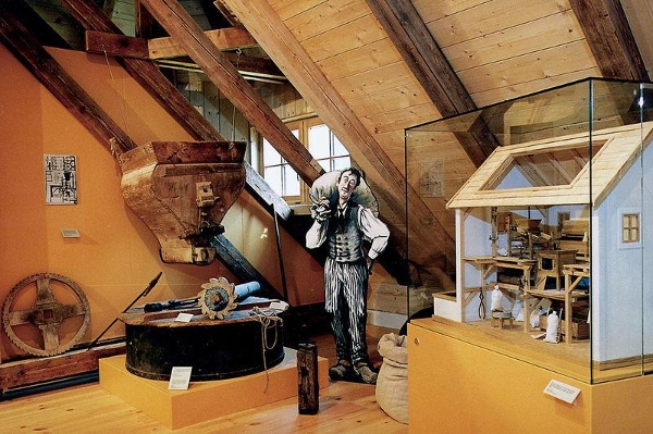 Ausstellungsraum im Müllner-Peter-Museum in Sachrang.