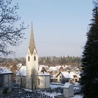 Pfarrkirche Unsere Liebe Frau Mariä Heimsuchung mit Friedhof