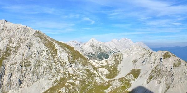 Blick auf den Zustieg und die Thaurer Joch Spitze
