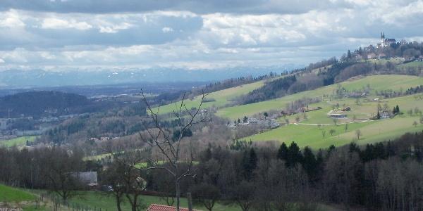 ... mit Blick zum Pöstlingberg.
