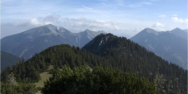 Die Schau vom Hochalplkopf auf die weglose Route zum Rohnberg
