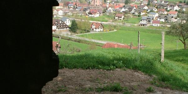Liegebank mit Blick auf's Dorf - hier kann man entspannen!