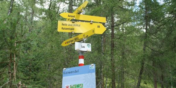 Den Schildern zur Nördlinger Hütte folgen.