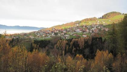 """Herbstlicher Blick auf das """"Kriasidorf"""" Fraxern"""