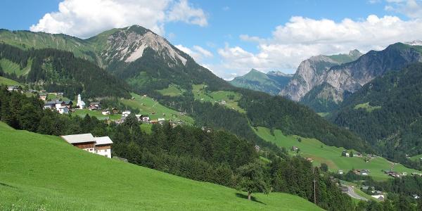 Blick auf Fontanella und den hinteren Teil des Großen Walsertals