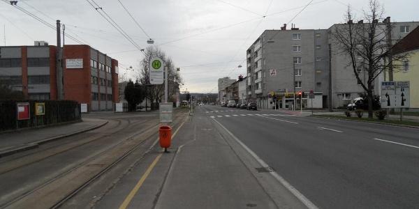 Die Wiener Straße führt vom Zentrum bis an die südliche Stadtgrenze von Linz.