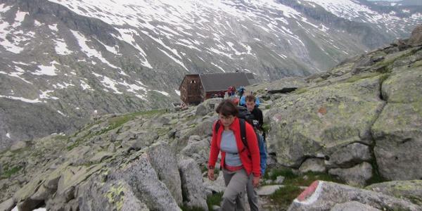 Aufbruch von der Kürsinger Hütte (konkret: 06:00 Uhr) .