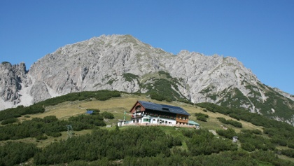Das schön gelegene Solsteinhaus am Fuße der Erlspitze.