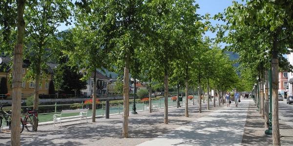 Auf der Esplanade verlassen wir das Zentrum der Stadt.