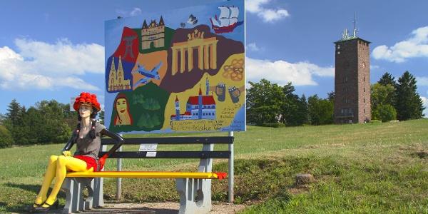 Europa-Rundwanderweg, Deutschland-Bank mit Schul-Kunstobjekt