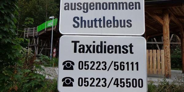 Hier zwei wichtige Telefonnummern, wenn sich jemand den Rückweg sparen möchte.