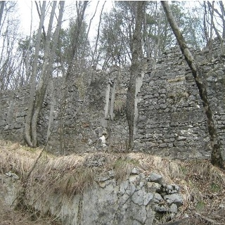 Ruins from WWI along the trail