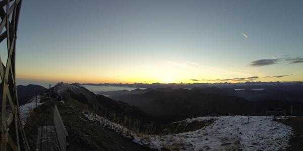 Pünktlich zum Sonnenaufgang am ersten Gipfel. Hochgrat.