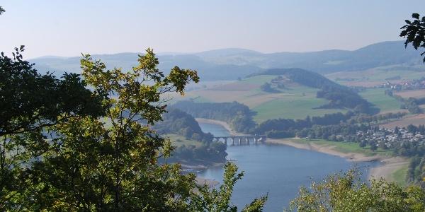 Panoramablick über den Diemelsee