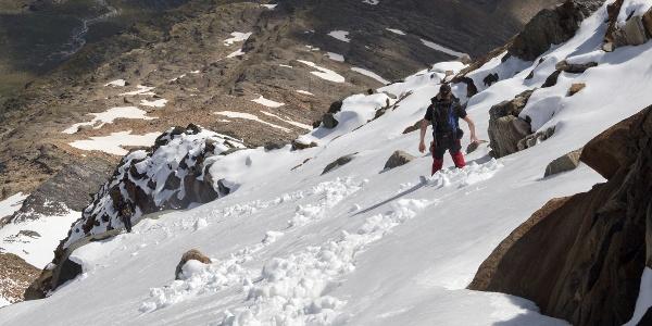 Abstieg entlang des Felsrückens