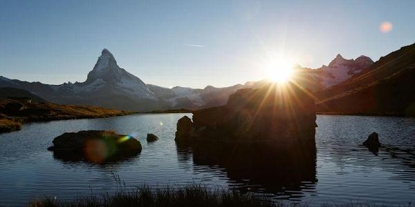 Romantisch: Sonnenuntergang am Zermatter Stellisee.