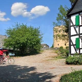 Fahrradfahrer vor Ginsburg