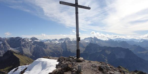 Gipfelkreuz mit Blick nach Süden / Hochkünzelspitze